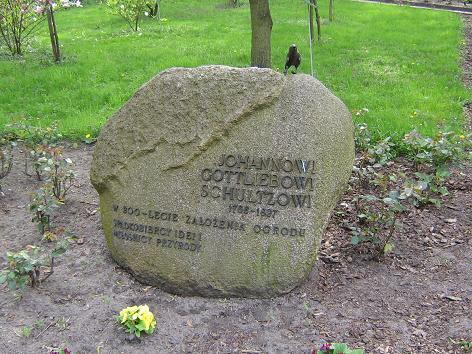 Zoobotanischer Garten in Thorn (Toruń) - Gedenkstein zur Erinnerung an Dr. med. Johann Gottlieb Schultz